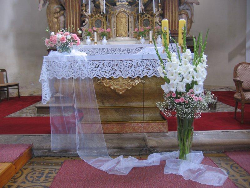 Vyzdoba Obradnich Sini A Kostela Svatebni Vyzdoba Bila A Ruzova